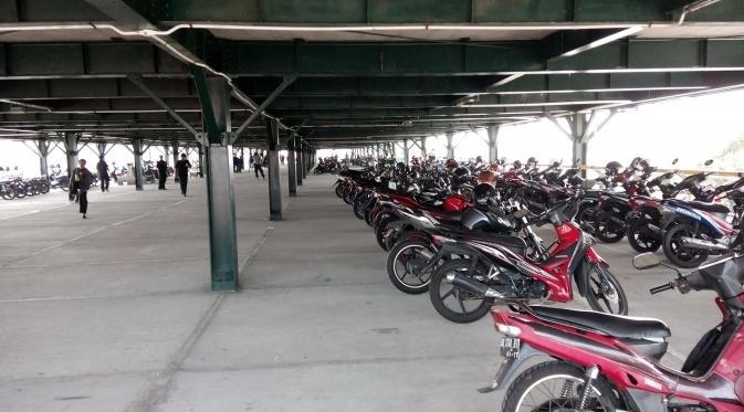 Tarif parkir asli TPP Abu Bakar Ali yang besarannya Rp 2.000,- terpaksa harus dinaikkan karena sepi pengunjung.
