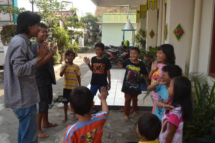 Anak Wayang Indonesia, Mendampingi Anak di Kampung