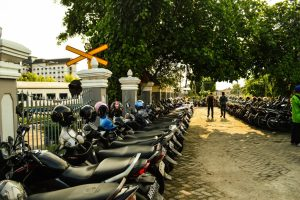Parkir sepeda motor bagian timur Stasiun Tugu Yogyakarta yang selalu penuh di akhir pekan.