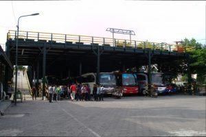 Kantong Parkir Ngabean dua lantai yang tidak pernah sepi di akhir pekan.