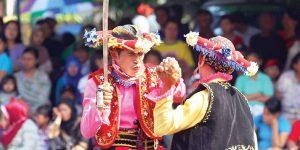Reog Prajurit: Kesenian dari Putat, Patuk, Gunungkidul, memeriahkan pentas kesenian tradisional di Alun-Alun Sewandanan, Pura Pakualaman, Yogya.