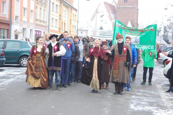 Tradisi di SMA 1 Jelcz-Laskowice sebagai Penghangat Musim Dingin
