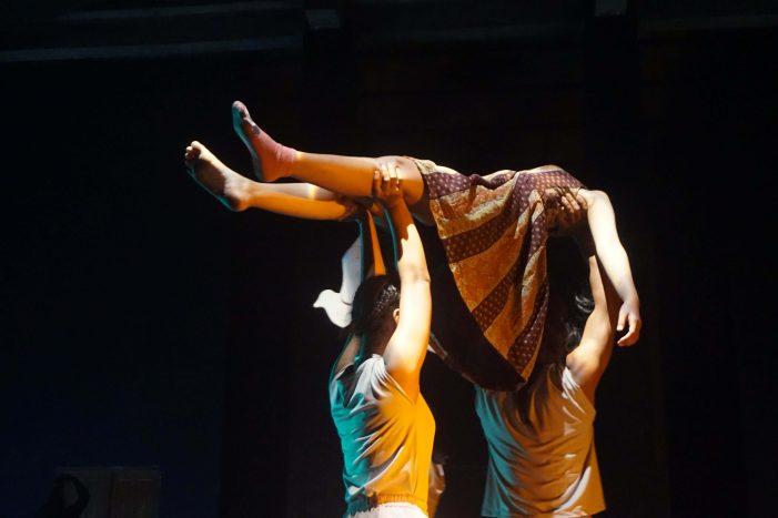 Un(fitting): Sebuah Persembahan dari Kalanari Theatre Movement
