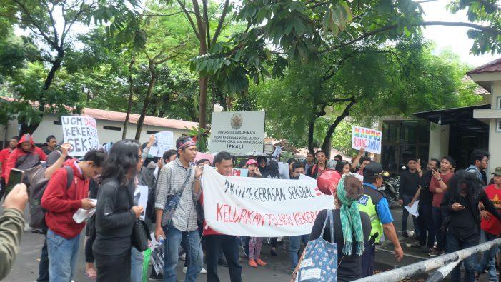 Aksi Solidaritas Tuntut UGM Usut Tuntas Kasus Kekerasan Seksual