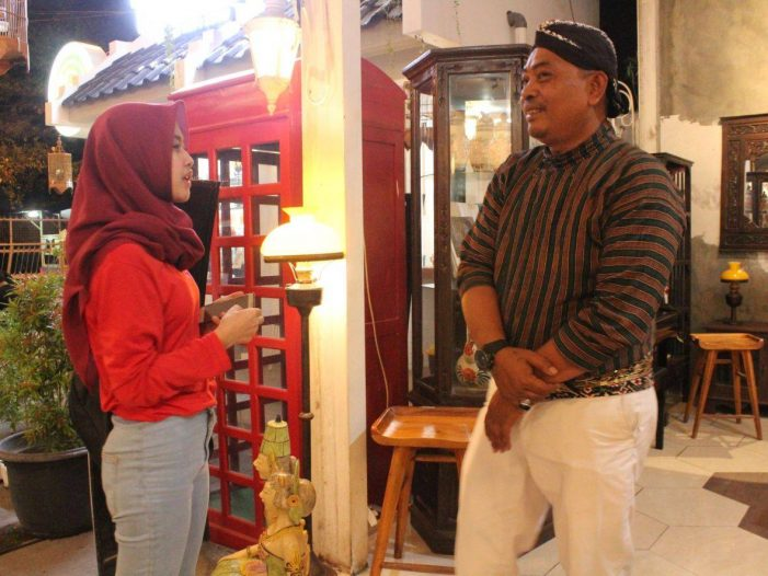 Melalui Karyawan Raminten, Budaya Jawa Hidup