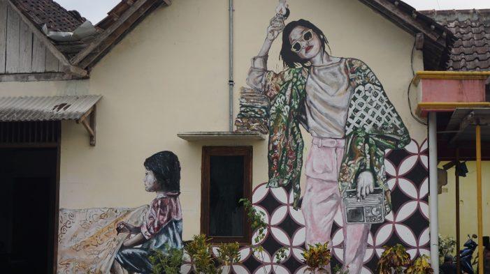 Kampung Batik Manding Siberkrasi: Revitalisasi Batik Bertema Literasi Media