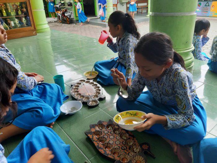 Komunitas ECOnnect Berdayakan Sekolah Sayang Sampah