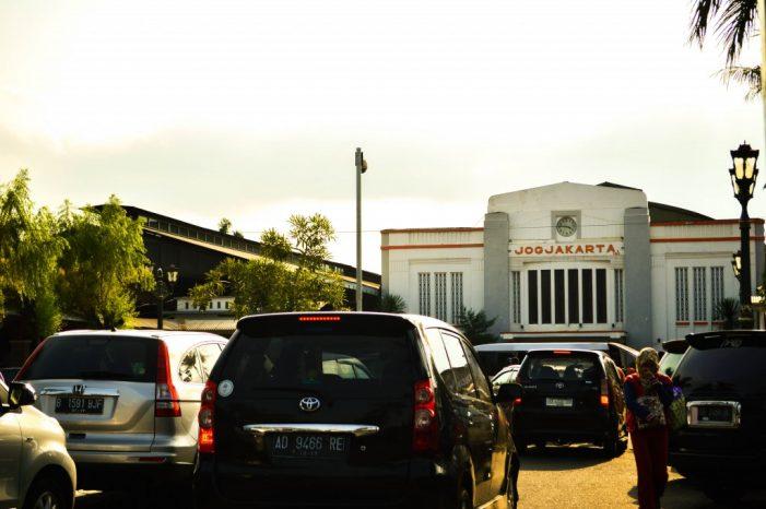 Lahan Parkir Stasiun Tugu untuk Malioboro, Benarkah?