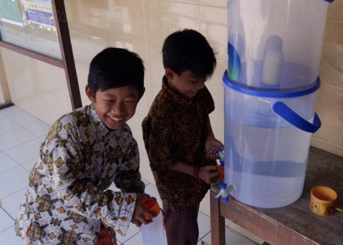 Project Child : Mengajak Anak Minum Air Putih melalui Drinking Water Program